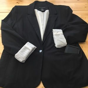 One-Button Blazer with Pockets!